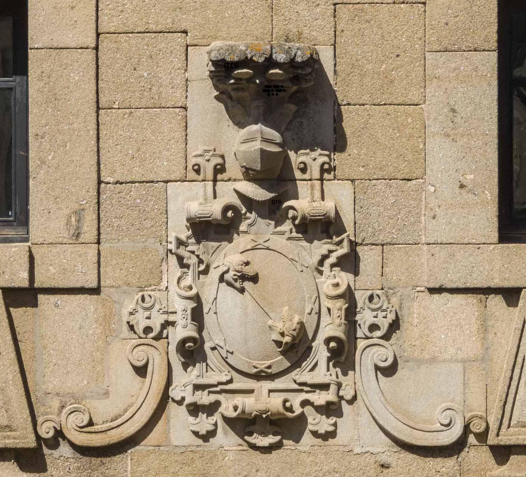Plasencia Armas de los Almaraz calle de los Quesos mjuy cerca de la Plaza Mayor
