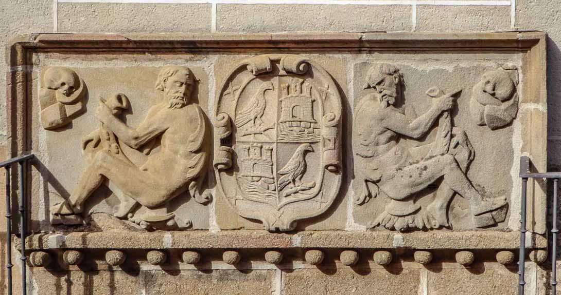 Escudo de los Tamayo en la calle del Rey