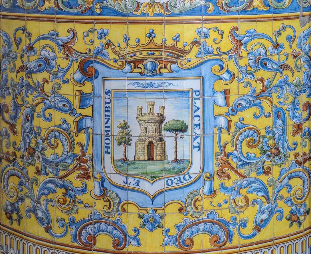 Escudo de la ciudad en el santuario del Puerto