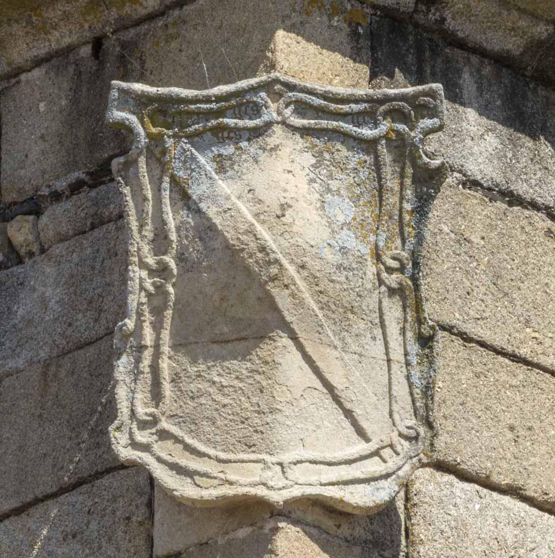Escudo de los Zuñiga en la torre del palacio del Marques de Mirabel